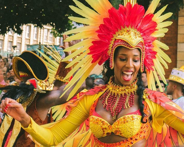 Karneval in Rio 2020 inkl. Sambaschulen-Parade, Citystop Madrid & Salvador de Bahia