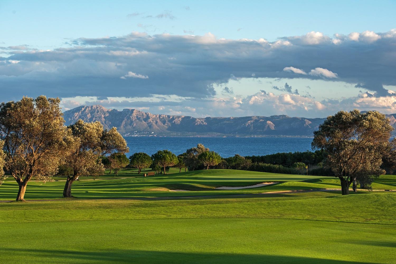Golfen intensiv - auf den besten Golfplätzen Mallorcas, inklusive Green-Fees und Mietauto