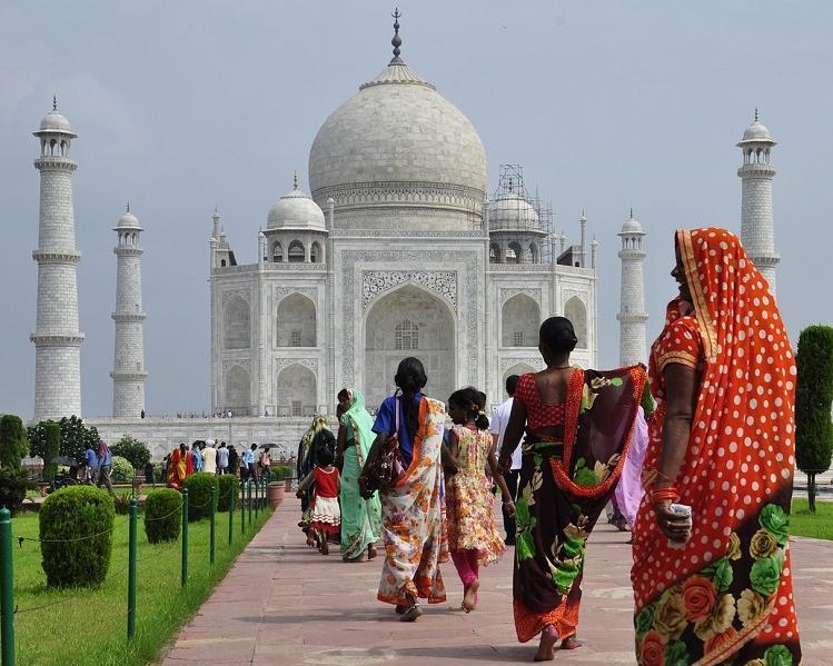 Rund um die Welt: buntes San Francisco, palmenbesäumtes Honolulu, Halbinsel Hong Kong, Delhi mit Taj Mahal