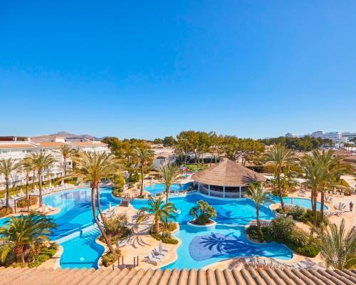 From Hamburg to Mallorca - Family holiday 7 nights with Breakfast - for 2 adults and 1 child - Hotel Appartment 4*Superior