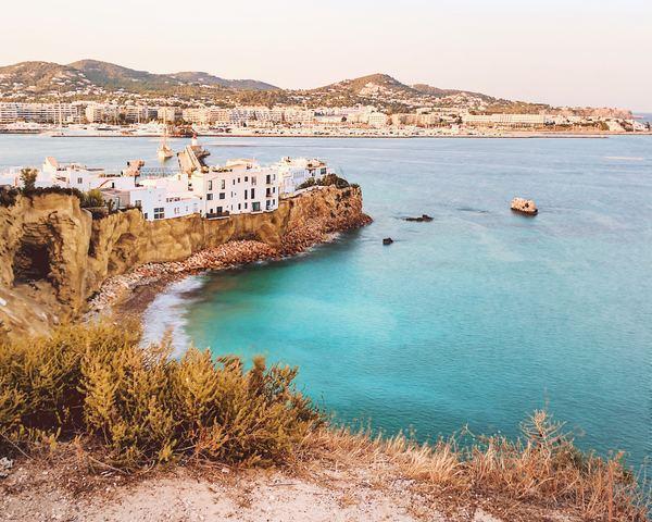 Ibiza utazás 4 csllagos szállással, repülőjeggyel Bécsből