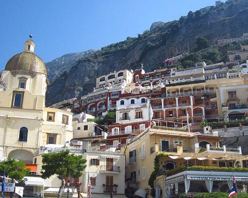 Neapel und die Amalfiküste mit dem Mietwagen entdecken