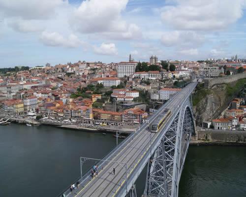 Voo + Hotel para o Porto