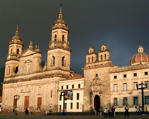 Viaje a Bogota con vuelo y hotel incluido a minutos de la Embajada Norteamericana!!!