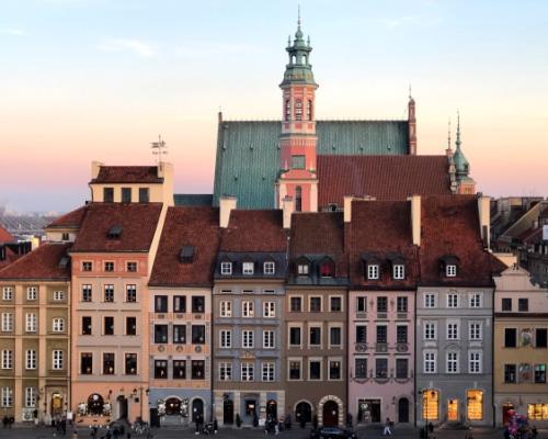 Varsó utazás: repülőjegy és szállás