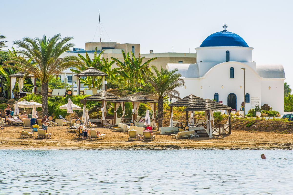 4 éj Ciprus, Páfosz: repülőjegy és szálloda tavasszal