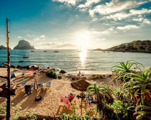 Ibiza 5 éj szállással, bécsi indulással